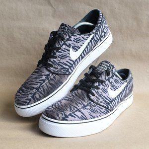 * Nike SB Zoom Stefan Janoski Canvas RM Skate Shoe